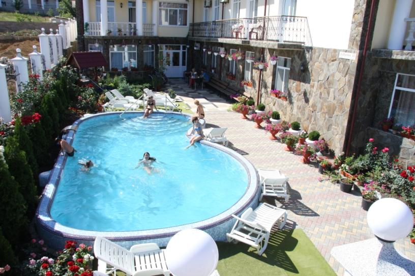 бассейн гостевого дома в Крыму